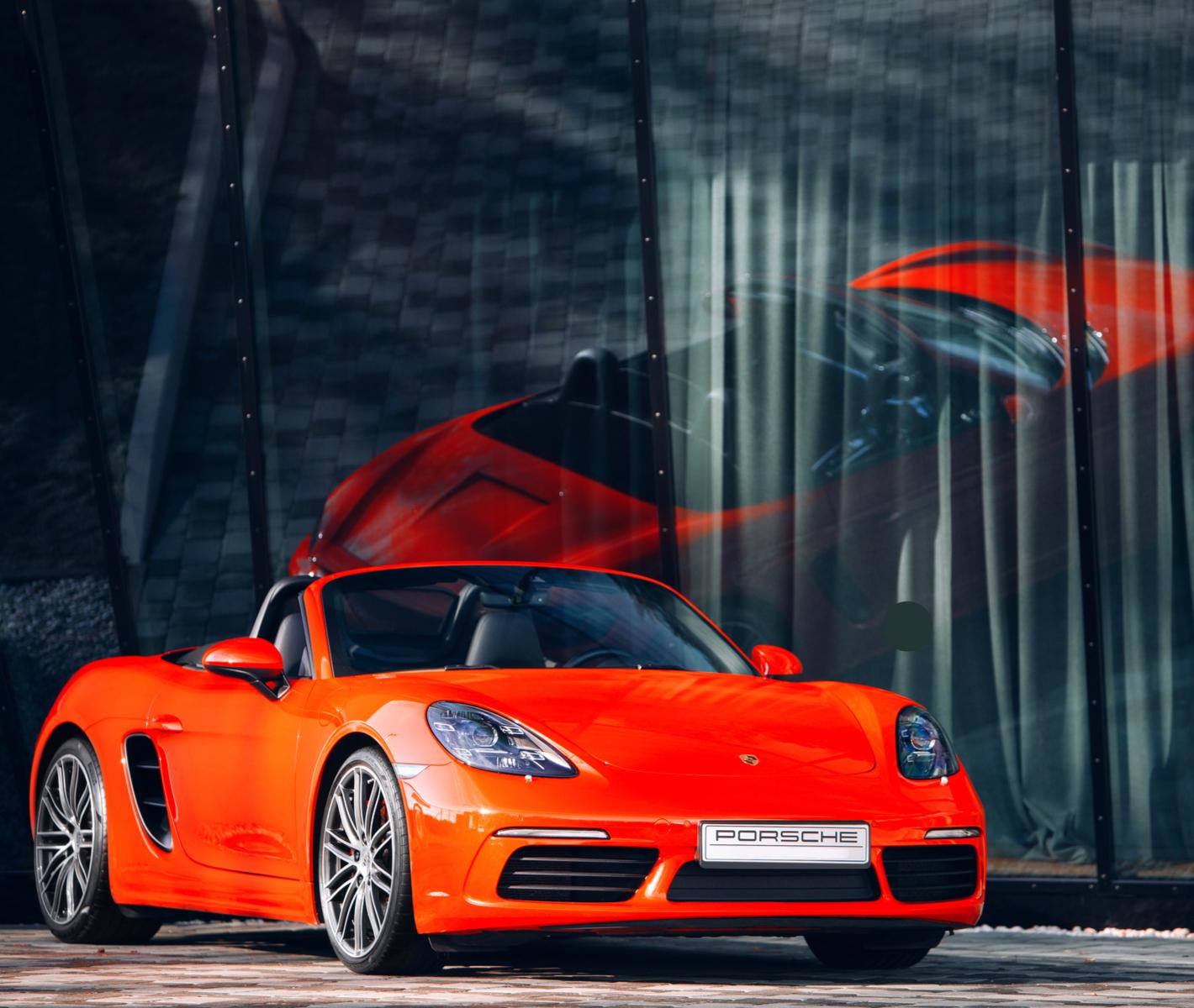 Dit doet een rode Porsche met iemand die geen rijbewijs heeft